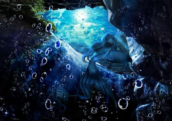月の光に照らされる岩間の人魚